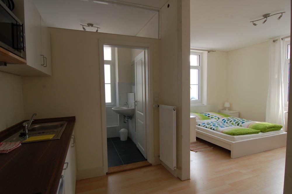 Blick ins Badezimmer Wohnung 6